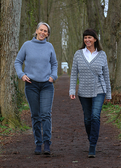 Friedgard von Pilsach & Iris Meyer-Regenbrecht spazieren im Wald